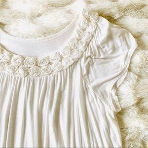 NWOT Elle Rosette and Pearl Short Sleeve Top